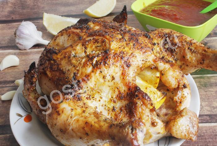 на картинке фото к рецепту курица запеченная в духовке целиком