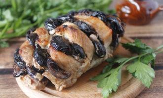 свинина с черносливом в духовке фото