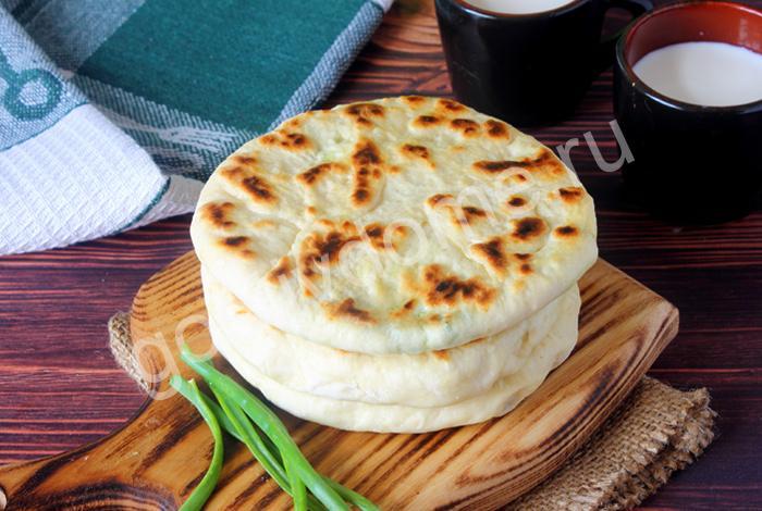фото к рецепту лепешки с брынзой и зеленью