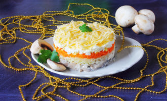 фото к рецепту салат с грибами, курицей и сыром