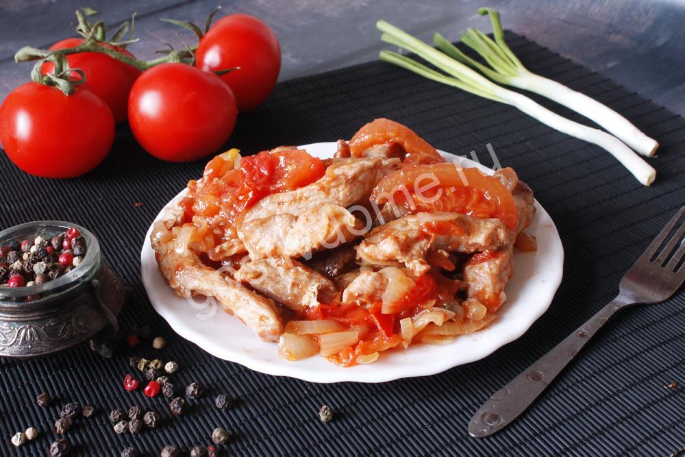 фото к рецепту свинина с помидорами в собственном соку на сковороде
