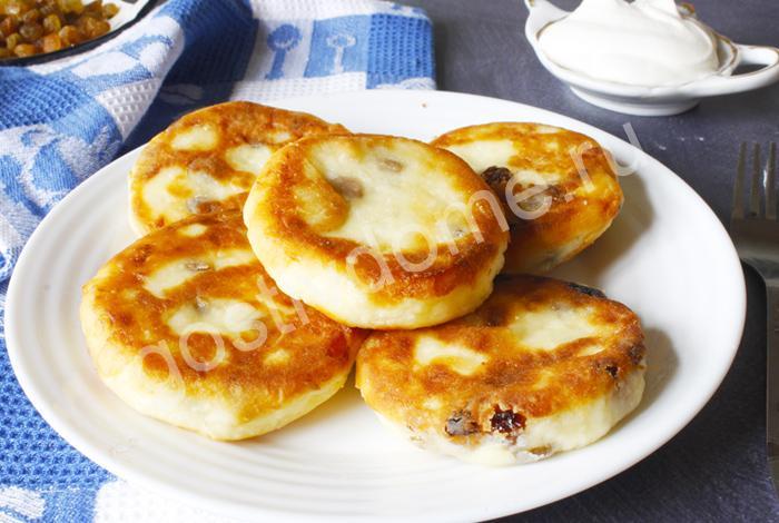 Фото к рецепту сырники из творога с изюмом