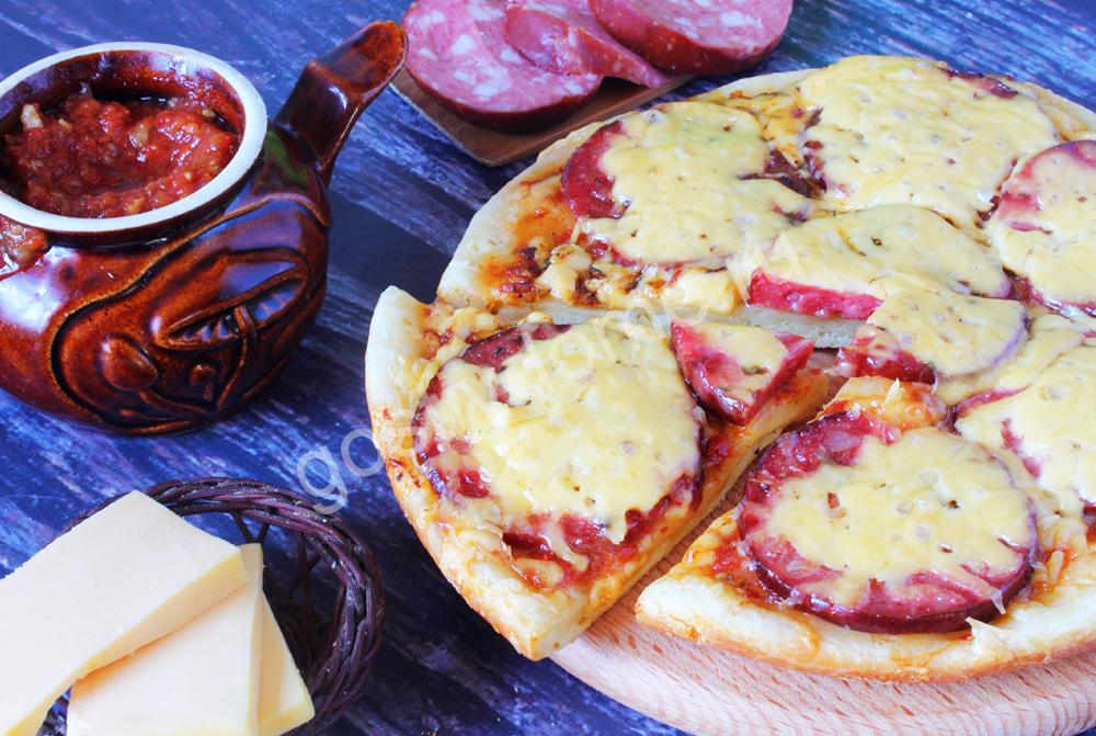 фото к рецепту пицца в мультиварке на кефире без дрожжейС