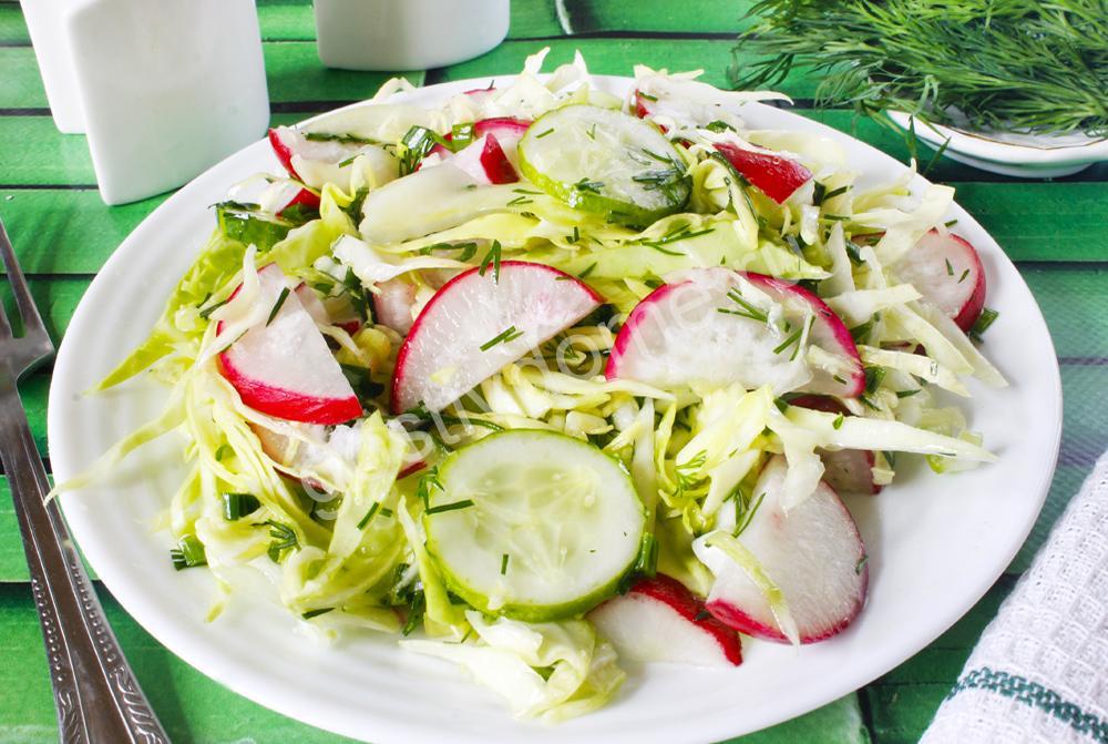 фото к рецепту салат с капустой редиской и огурцом