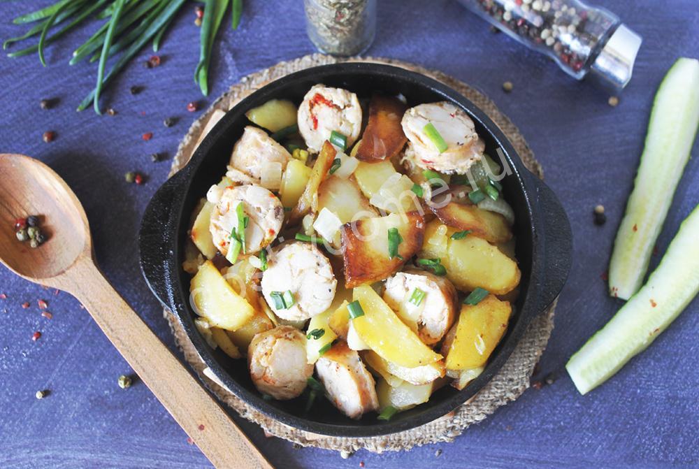 фото к рецепту жареная картошка с домашней колбасой и луком