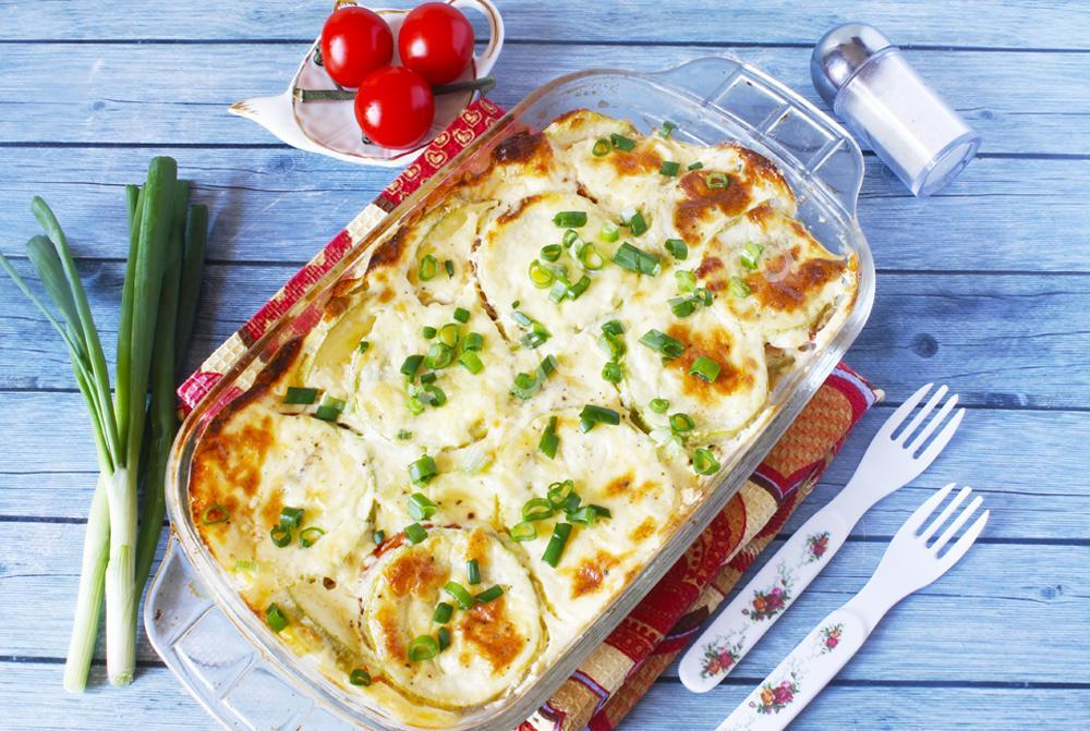 фото к рецепту кабачковая запеканка с помидорами и сыром в духовке