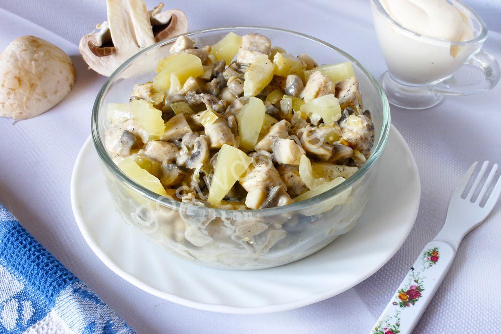 фото к рецепту салат из курицы с ананасом и грибами без яиц